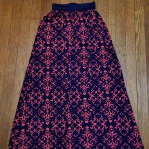 Adorable maxi skirt.